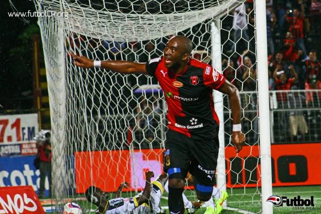 Jerry Palacios celebra uno de sus dos goles del encuentro. Foto: Rubén Murillo para Futbol Costa Rica