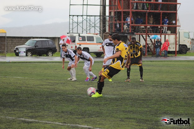 Jonathan Moya de penal marcó el único gol del encuentro.