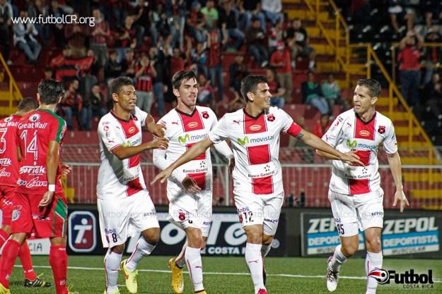 Liga Deportiva Alajuelense gana como visita 0-2 ante el Carmelita, a pesar del ambiente vivido por el equipo.