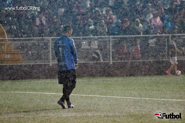 Danny Carvajal se lamenta tras el disparo de Lezcano que marcó el 1-2