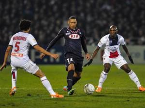Hoarau jugó su primer partido como titularidad