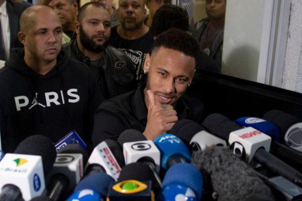 Neymar mensajes chica