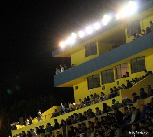Landoni con mucho público esperando el partido