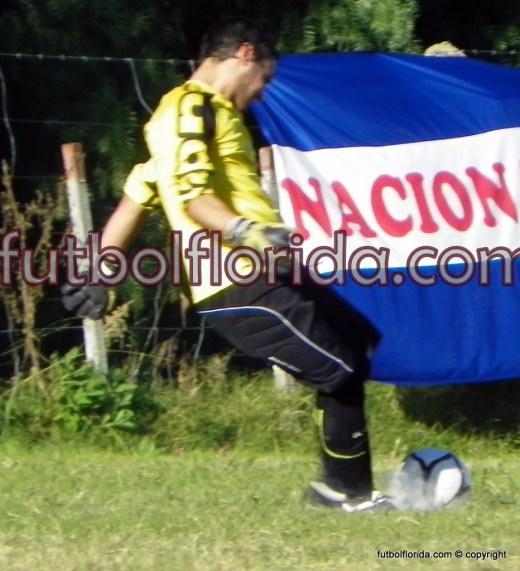 Juan P Jaureguiberry le entra al balón con pierna izquierda