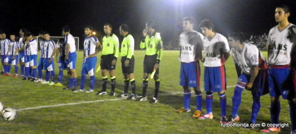 los equipos previo al pitazo de Castro