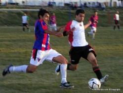"""Sebatián """"Cafú"""" Hernandez avanza a velocidad marcado por López"""