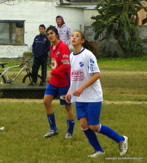 Katya Rodriguez espera la pelota