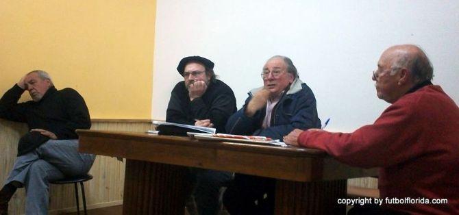 Momento en el los Neutrales de la Liga Isabelina dan a conocer el nombre del Entrenador. Foto Martín Bengoechea