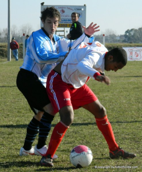 Figueredo quiere quitarle la bola a Ledesma