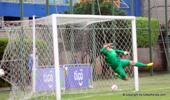 Fue la 1era vez y Ana Laura Millan lo logró. Gooolll de Uruguay frente a Brasil