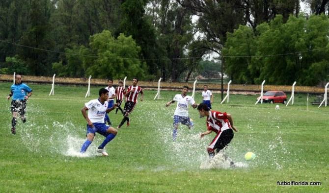 En una laguna se jugó en Artigas. Foto Miguel Castagnaro