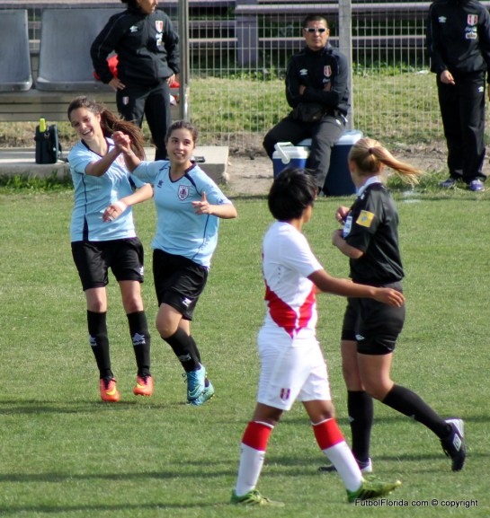 Festejo gol de Yamila Badell con Romina Alanis