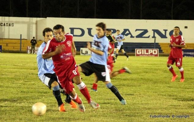 Michel Fumero el goleador rojo. Foto Fanny Ruetalo