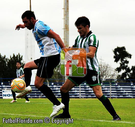 Ratificando sus dotes, Mathias Larroca otra vez gritó gol. Foto Fanny Ruetalo