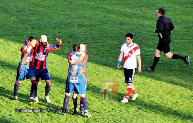 El festejo de Candil cuando derrotara a River en el Estadio