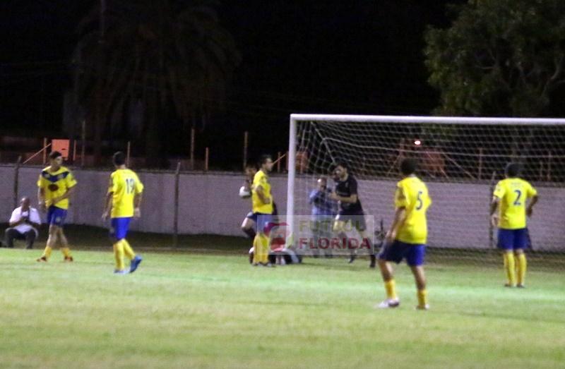 El festejo del empate, el árbitro se lo dió a Irazoqui