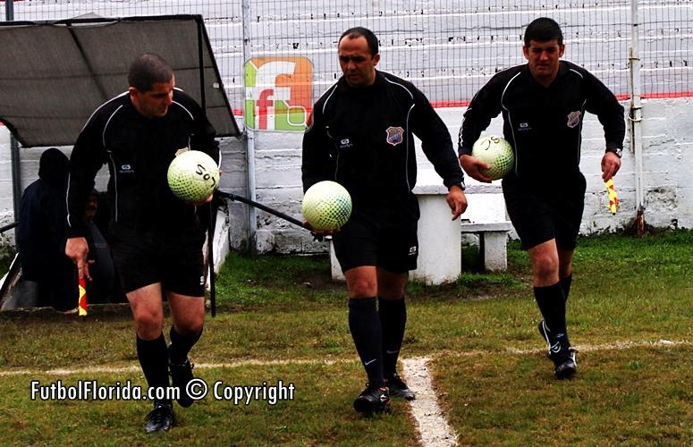 #COPAOFI. Roberto Sosa jugó con un futbolista de mas