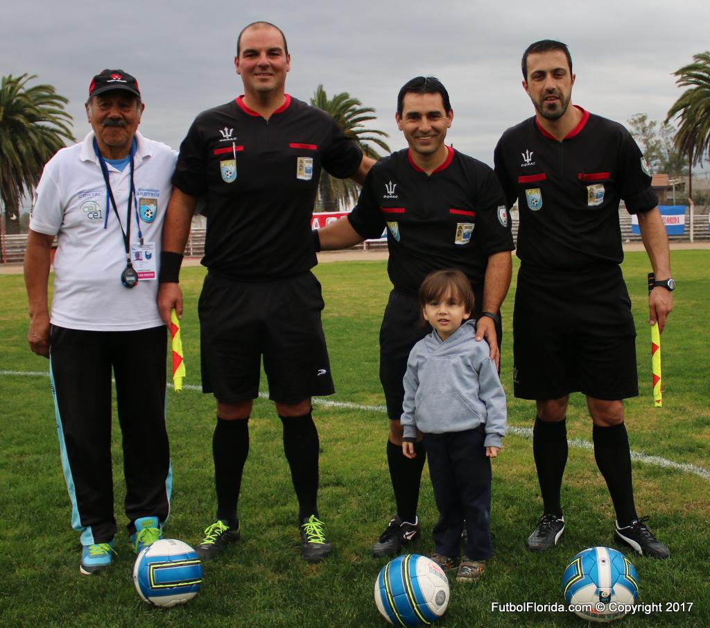 Carlos Sotelo con asistentes y Gero de mascota