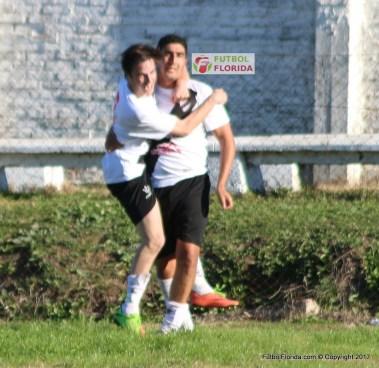 Peñaloza metió los dos goles de Barrio Viña para el empate in extremis