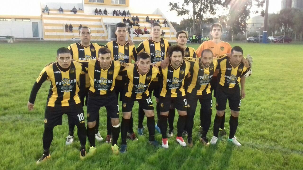 Peñarol, 1ero, invicto y clasificado