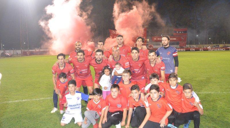 Flores. Independiente forzó una finalísima