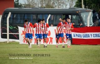 San Carlos perdió ayer pero sigue primero. Foto Ernesto Hornos