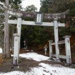 『吸い込まれる鏡』高岡神社