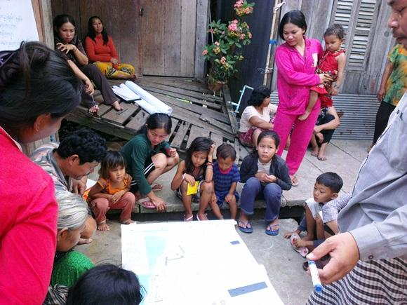Women in Prek Talong discuss the results of their community mapping. Photo: Meng Cheang