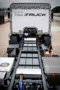 O conceito integrado com os motores juntos aos cubos de rodas, permite que as baterias sejam acomodadas em um local à prova de colisões dentro do quadro do chassi