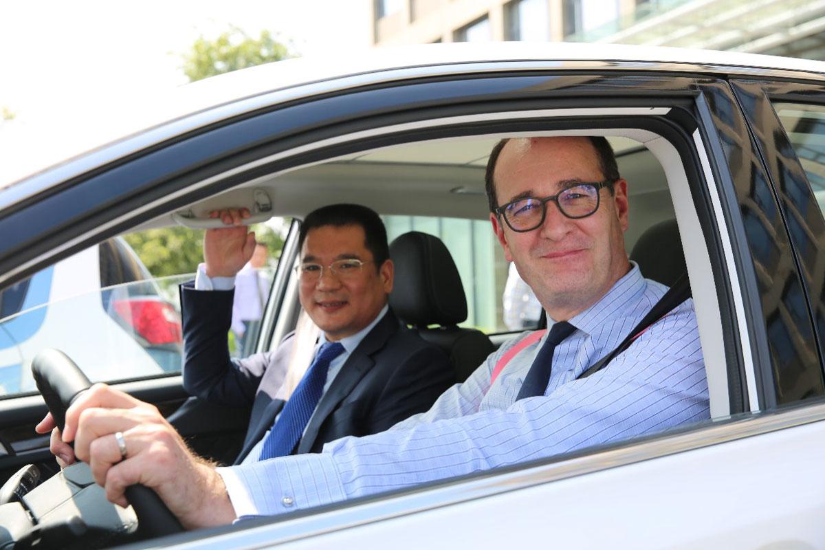 Peter Fleet e Jin ZheYong, da Ford e Zotye Auto