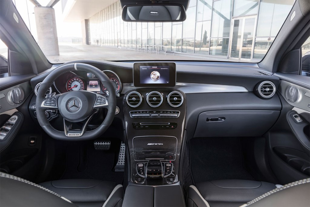 Mercedes-AMG GLC 63 - painel