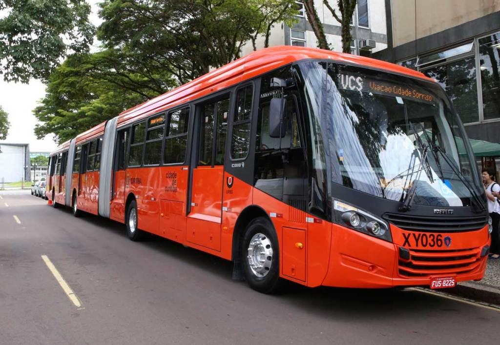Biarticulados Scania para a cidade de Curitiba