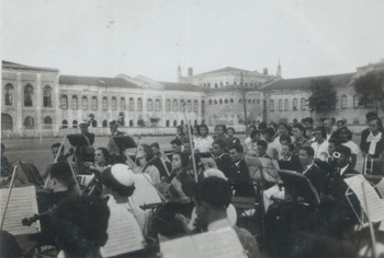 Resim 7: Kışlanın avlusunda klasik müzik konseri - 1934
