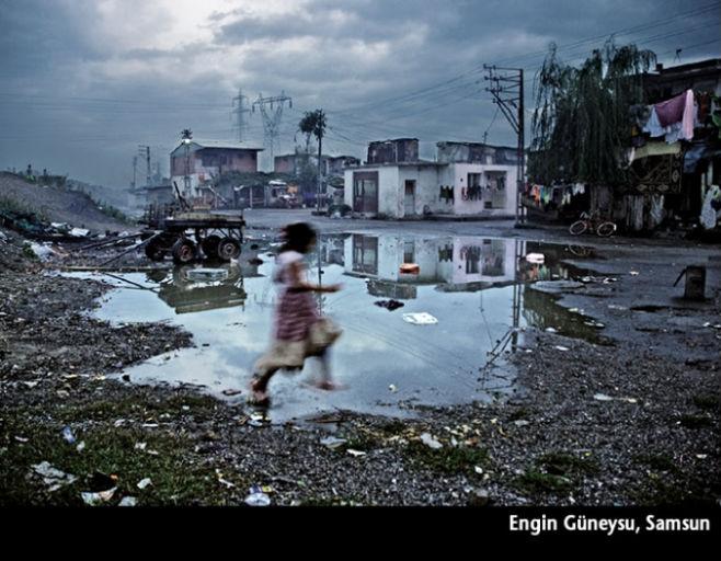 Yağmurdan Sonra Oyun- 2008 National Geographic Uluslararası Fotoğraf Yarışması Gezi-Kültür kategorisi ikincisi