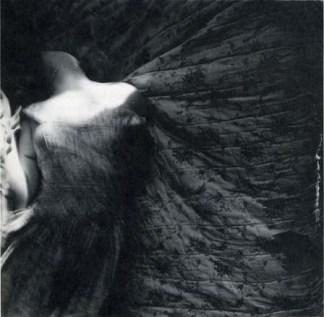 Francesca Woodman: Bir melek olmak üzerine 26