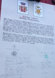 La pergamena firmata