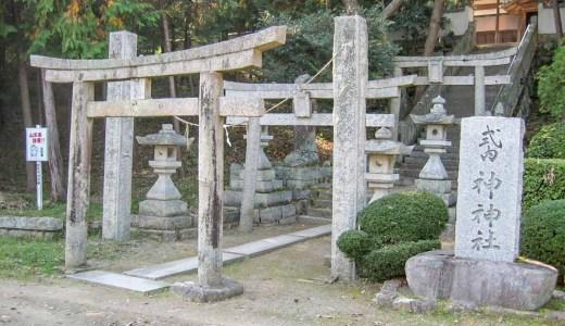 【神神社】三連鳥居と門前の池の景観はすばらしいが…(総社市八代)