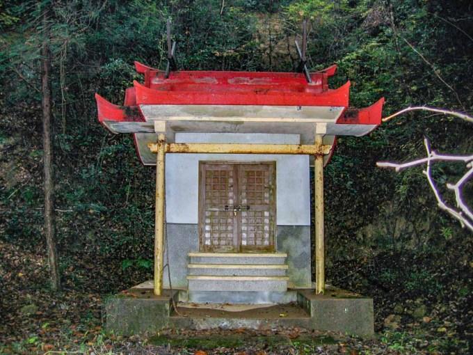 天石門別神社 参道脇にある境内社 御楯神社