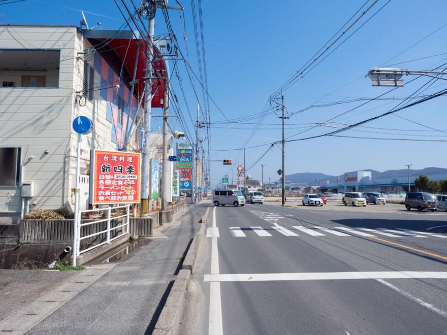 かわはら:店の前の道路 矢掛側から総社方面を見る