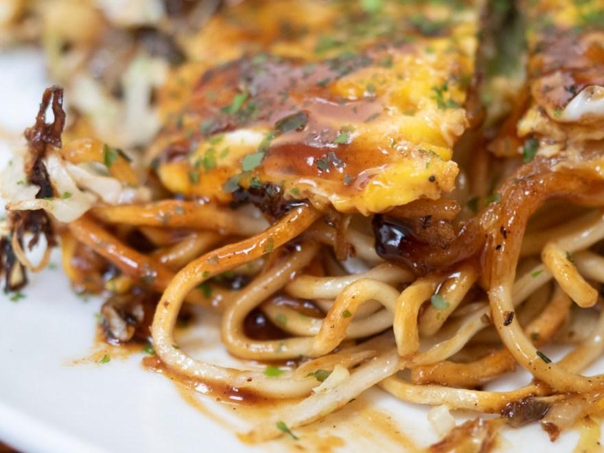 古川食堂:お好み(そば・いか・ぶた・玉子)の焼きそば麺