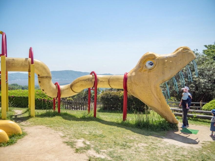 一本松展望園:恐竜型の巨大遊具「遊多君」