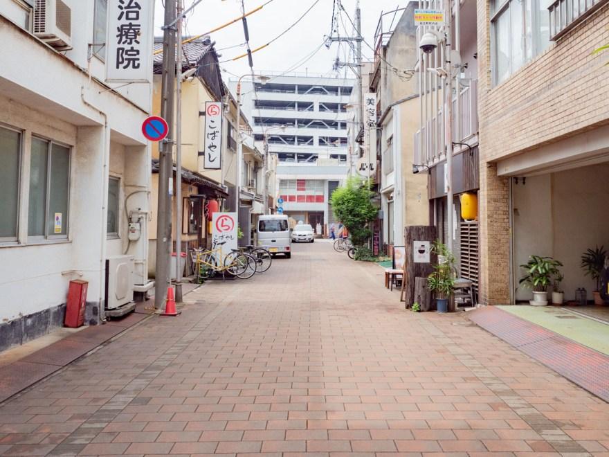 静流:久松通りの逆方面から見たところ