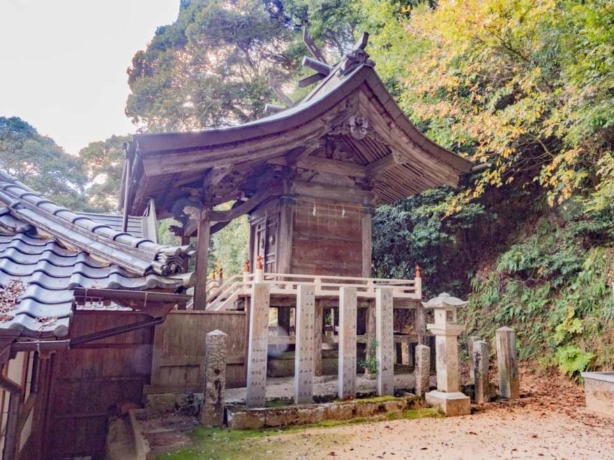 石上布都魂神社:本殿