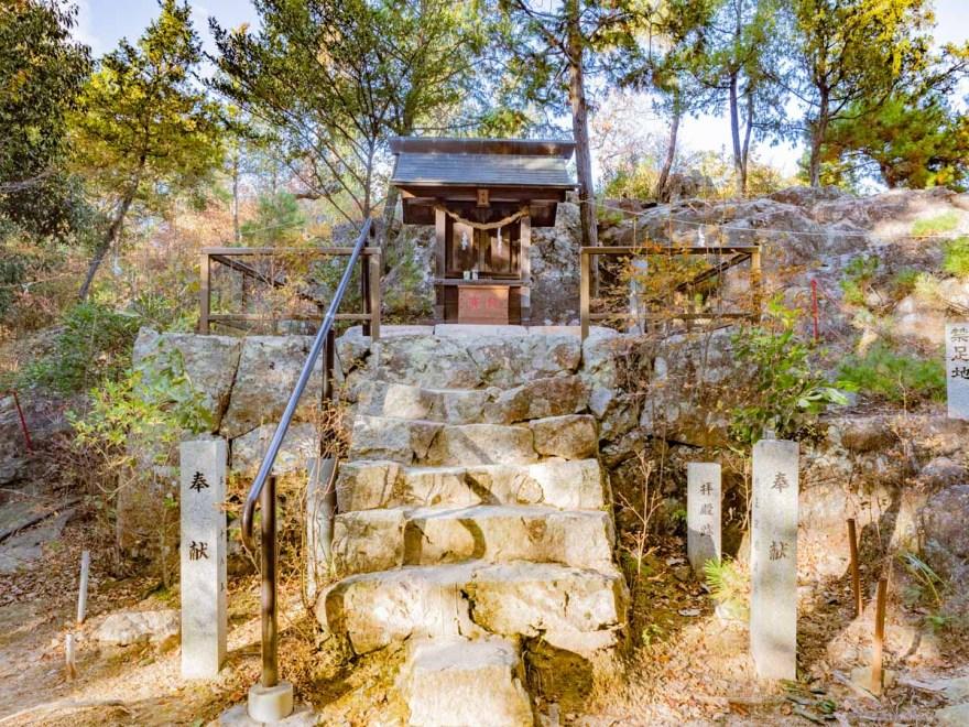 石上布都魂神社:奥宮(本宮)