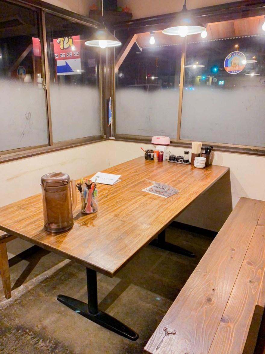 一松:テーブル席
