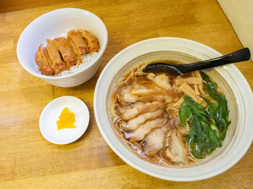 麺屋 千鳥:中華そば(笠岡ラーメン)とミニチキンデミカツ丼