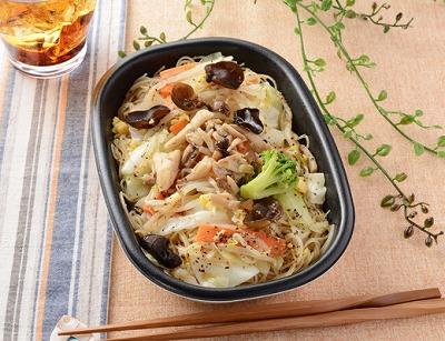 ローソン_1食分の野菜ときのこの焼ビーフン_00