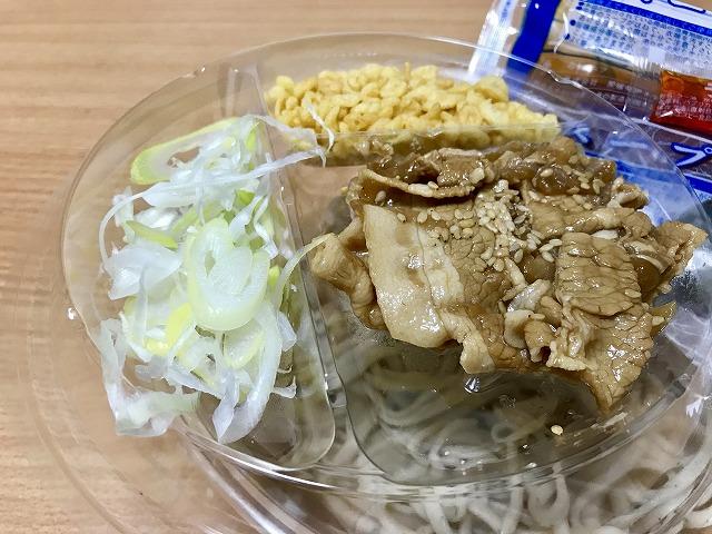 20180810_ファミマ_冷しピリ辛豚肉そば_03