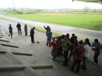 半マスト結びは、3班に分かれて習った。覚えやすそうな手順を各自で選んだ。