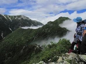 ガスの針の木岳・蓮華岳を望む。感激!